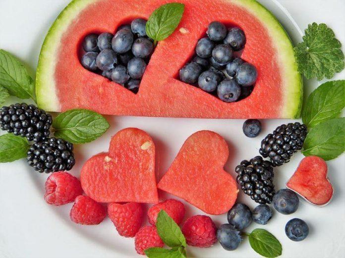 Арбуз и ягоды способствуют похудению