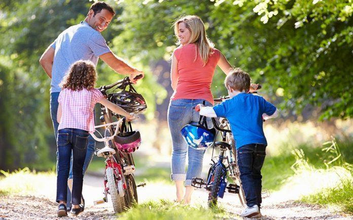 Плюсы семейной езды на велосипедах