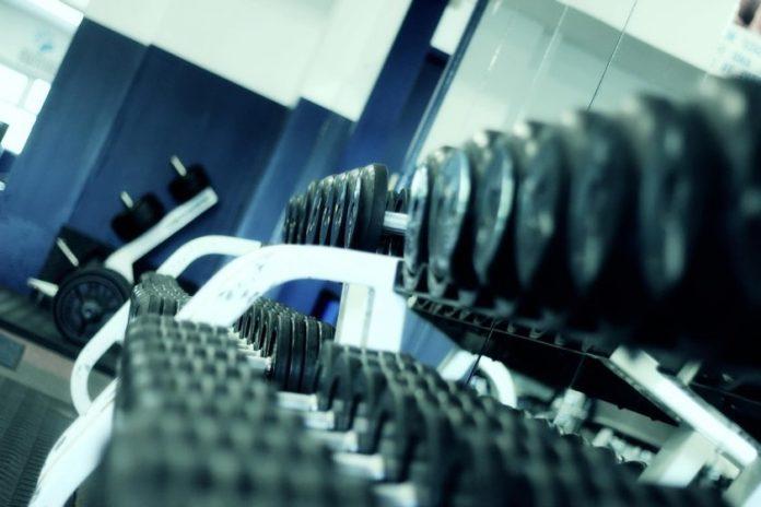 Вернуться к тренировкам в тренажёрном зале и восстановить мышечную массу
