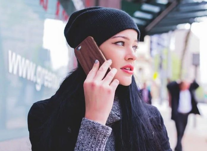 Не трогать лицо грязными руками ограничить контакт с телефоном